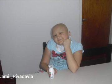 Una joven muestra su #10YearsChallenge tras superar un cáncer infantil