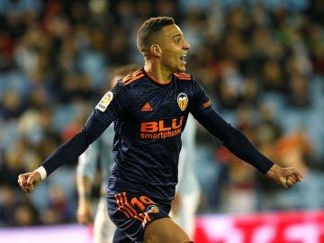 Rodrigo celebra su gol con el Valencia