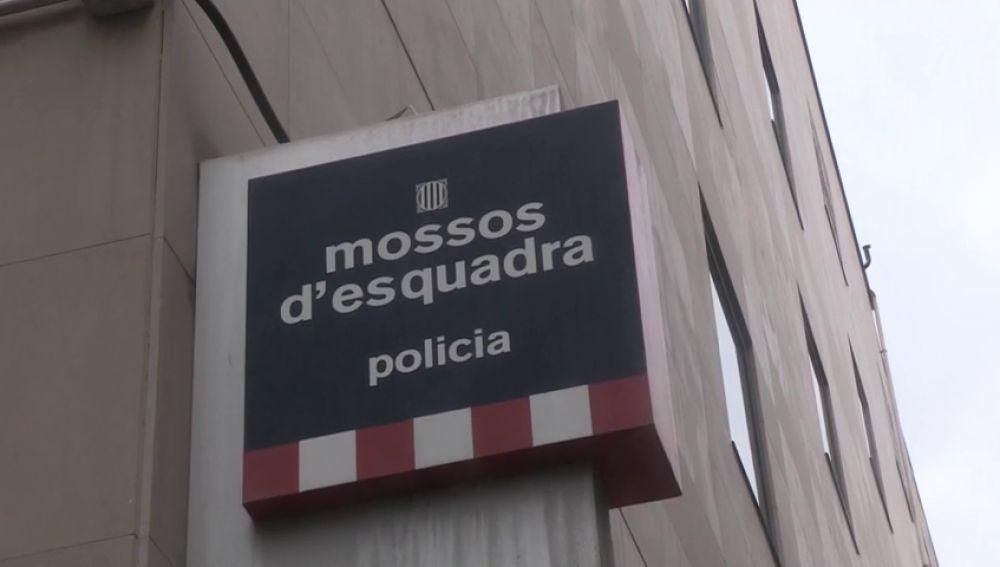 """Muere un detenido de 18 años en una comisaría de Barcelona tras """"sufrir una indisposición"""""""