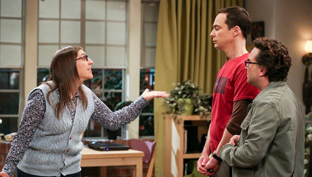 Amy, Leonard y Sheldon en 'The Big Bang Theory'