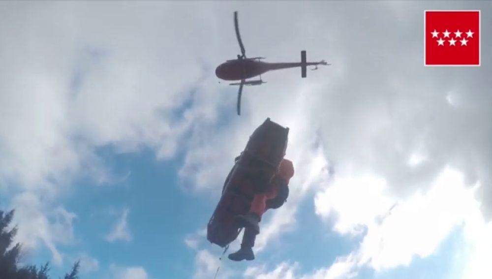 Rescatan en helicóptero a una excursionista herida en La Pedriza