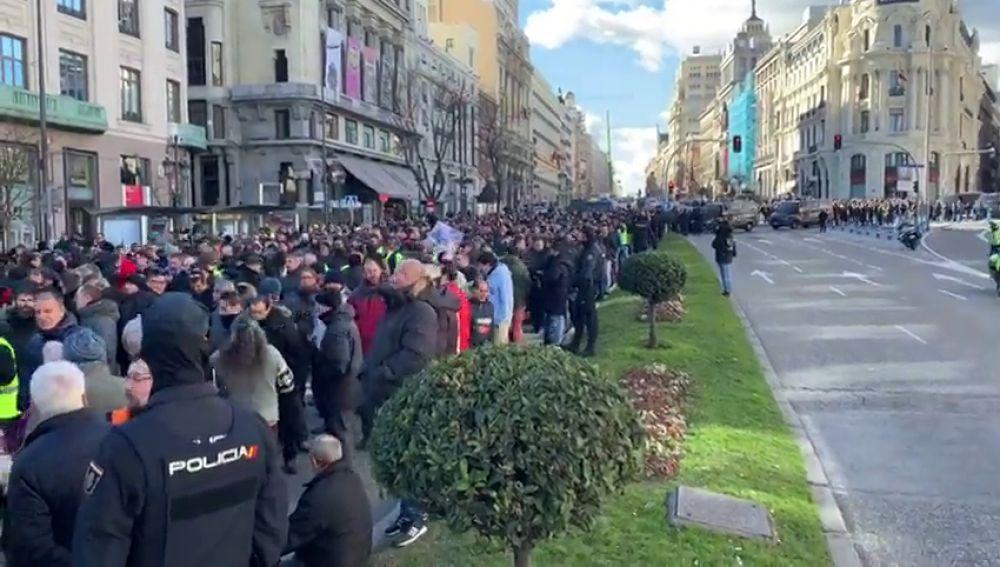 Taxistas en Madrid corta la Gran Vía