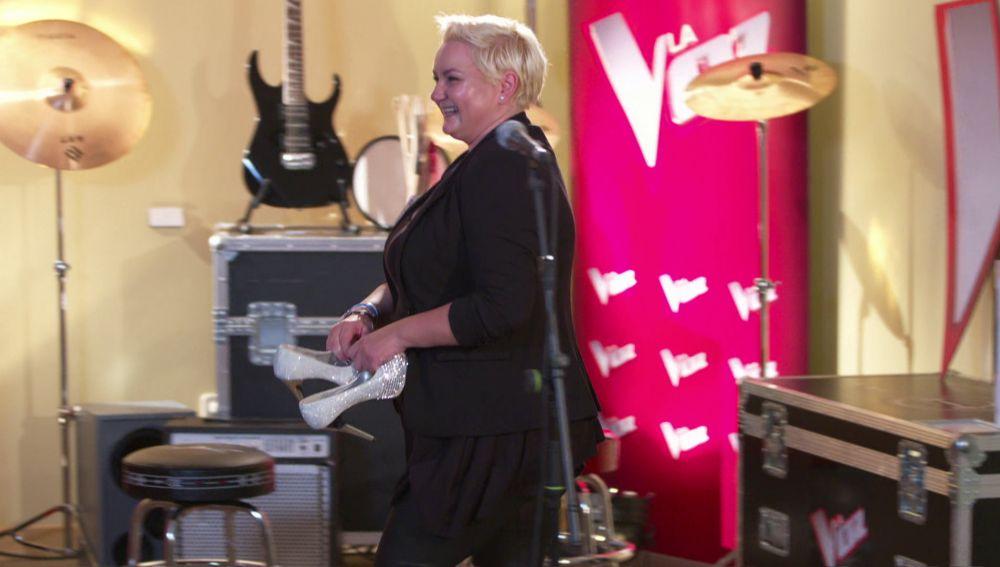 Onelia Leiva se quita las tacones para dar lo mejor de su voz en el casting