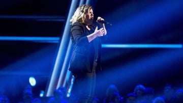 vídeo:Iria Regueiro canta 'God is a woman' en las 'Audiciones a ciegas' de 'La Voz'