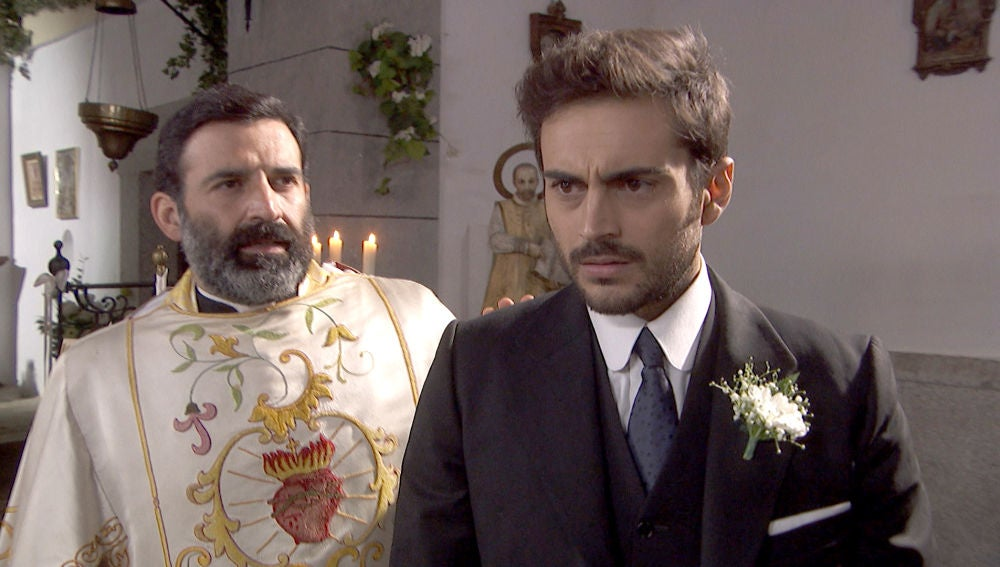 Vídeo Saúl nervioso en el altar