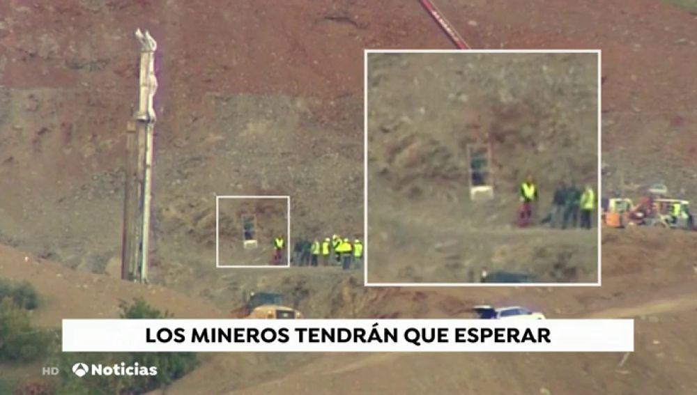 REEMPLAZO Los mineros esperan pacientes ante el nuevo revés en las tareas de rescate