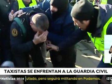 Un guardia civil resulta herido en la nuca al frenar a taxistas en Barcelona