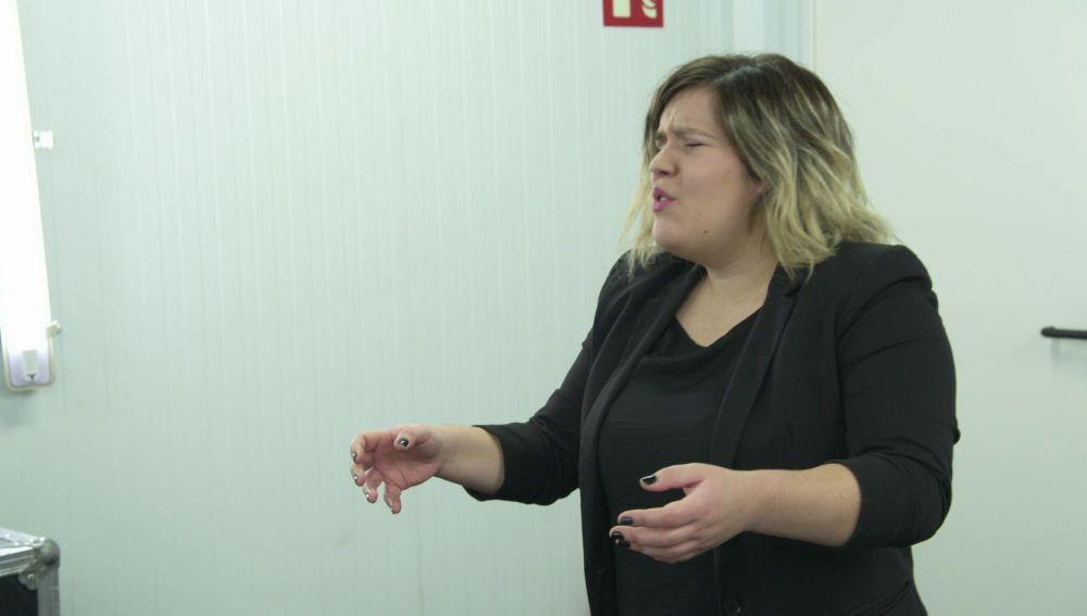 Iria Regueiro, energía y expresividad en estado puro para llenar el plató de 'La Voz'