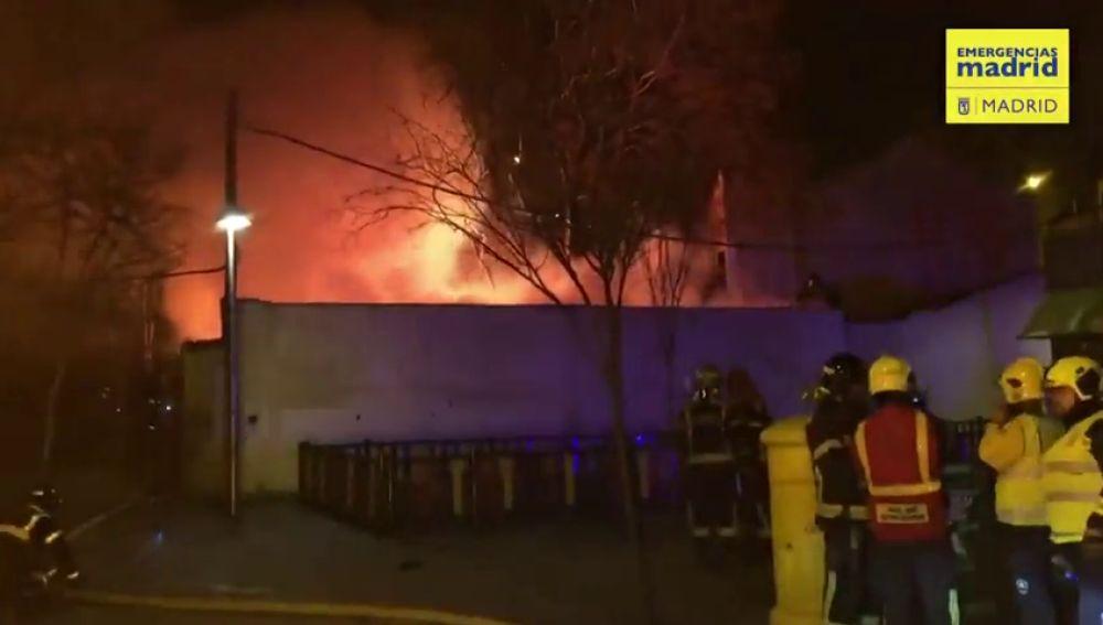 Se incendia una parcela  y un hombre que estaba durmiendo en ella resulta herido