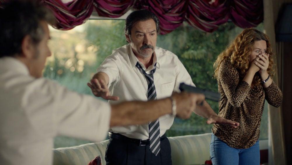 La llegada de Teo estropea el plan de Almudena y Pascual tras hacerse pasar por marido y mujer delante de la asistenta social