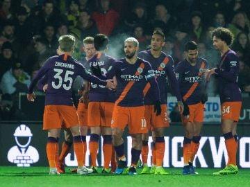 Kun Agüero celebra su gol ante el Burton Albion