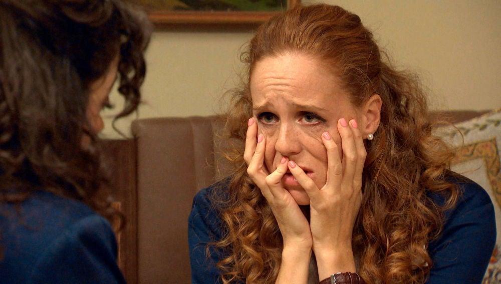 """Natalia le confiesa a Amelia: """"Me he enamorado de Carlos hasta la médula"""""""