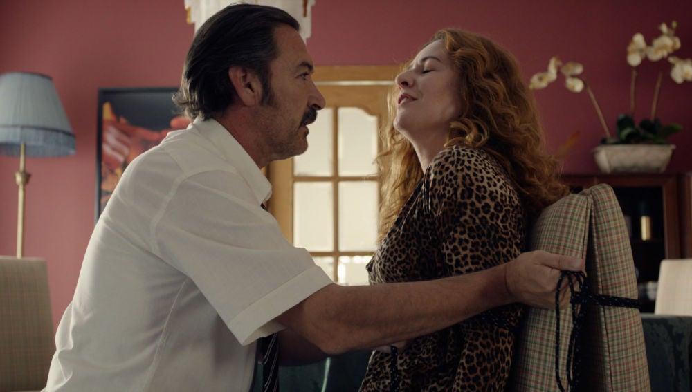 """Almudena seduce a Pascual: """"A veces le pedía a mi marido que me atara así"""""""