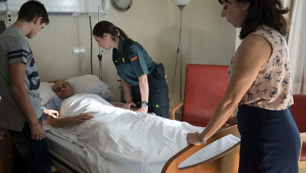 """María, al ver a su padre, Alfonso, en el hospital: """"Mamá, ¿qué ha pasado?"""""""