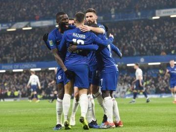 Los jugadores del Chelsea celebra un gol ante el Tottenham