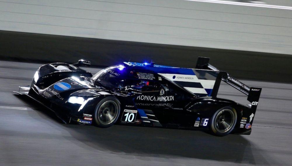 Fernando Alonso pilota el Cadillac