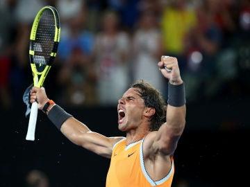 Rafa Nadal celebra su triunfo ante Stefanos Tsitsipas