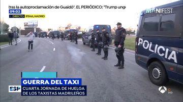 Los taxistas de Madrid vuelven a cortar la M-40 a la altura de Ifema en la cuarta jornada de protestas