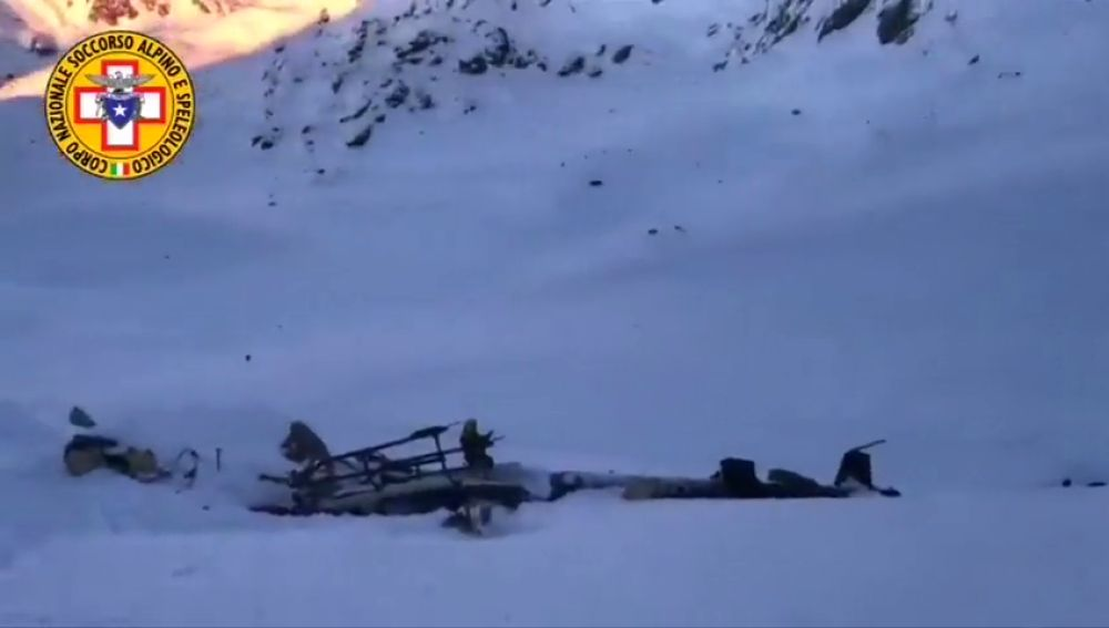 Al menos cinco muertos tras chocar un helicóptero y una avioneta en los Alpes italianos