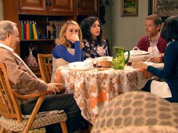 Los Gómez incomodan a Luisita y Amelia en plena comida familiar
