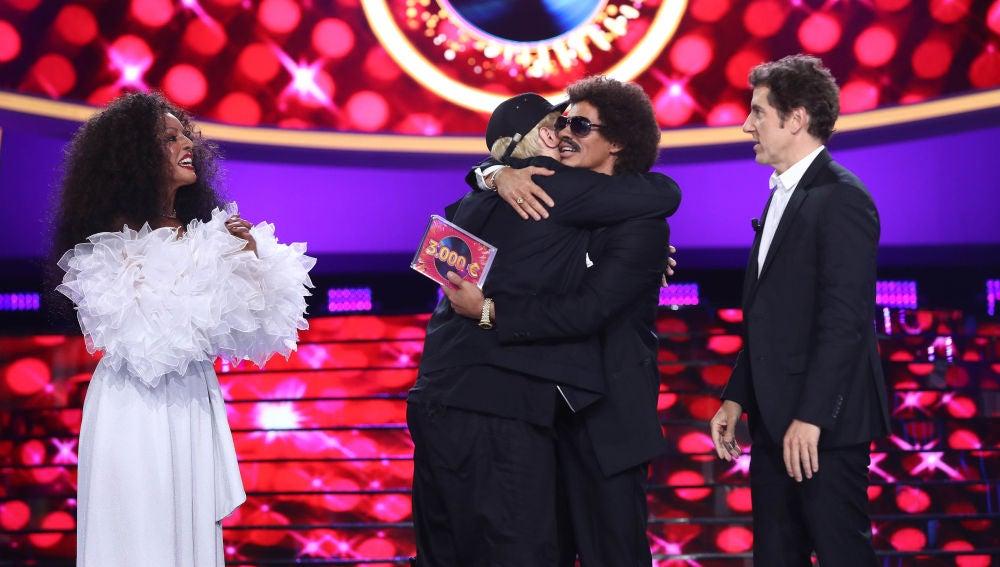 VÍDEO:  Carlos Baute y Ruth Lorenzo ganan y ceden su premio a Brays Efe