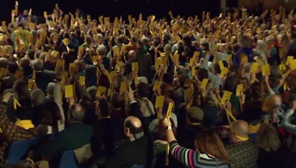 La Crida avala avanzar hacia la independencia de Cataluña sin renunciar a ninguna vía pacífica