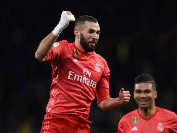 Benzema celebra un gol con el Real Madrid