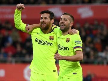 Messi celebra un gol con Jordi Alba