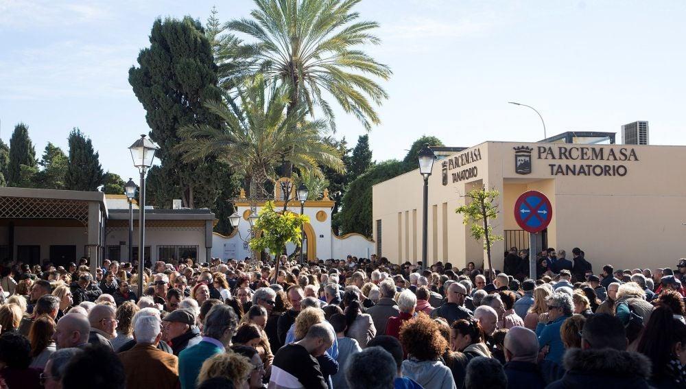 Cientos de personas acuden este mediodía a dar su último adiós a Julen
