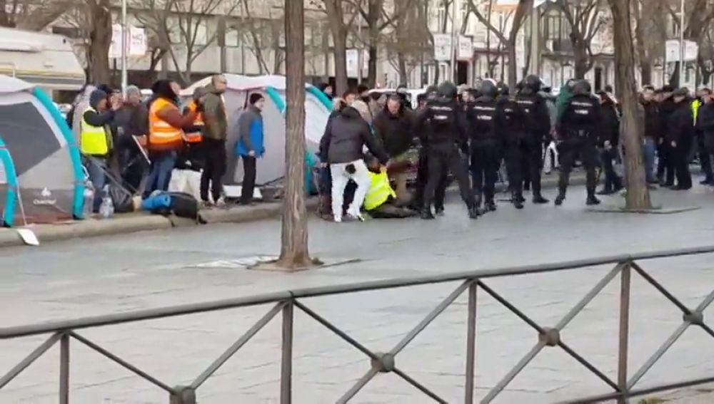 Tensión entre Policía y manifestantes en Castellana