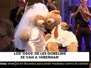 Despiden a cientos de osos de peluche que adornaban las calles y locales de París desde noviembre