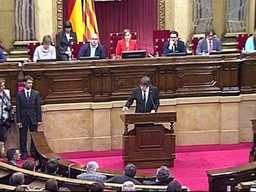 Puigdemont declara la independencia... y la deja en suspenso