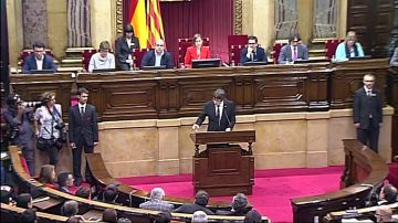 Puigdemont declara la independencia