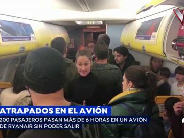 """La angustia de los pasajeros españoles encerrados 6 horas en un Ryanair: """"Estamos secuestrados en un avión"""""""