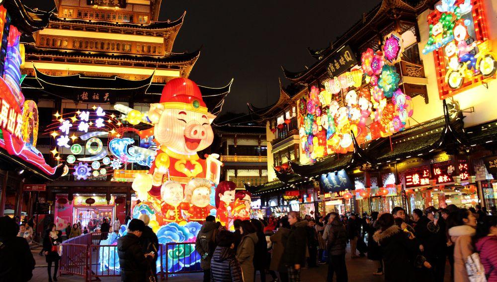 Festival de los faroles de Shanghái con motivo de la llegada este martes de Año Nuevo Lunar