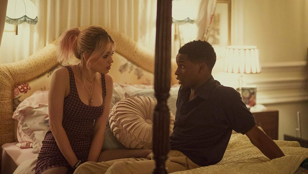 Maeve y Jackson en 'Sex Education'
