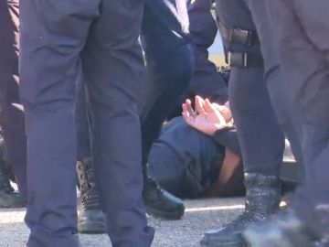 Detenido un conductor de VTC después de chocar con un taxi