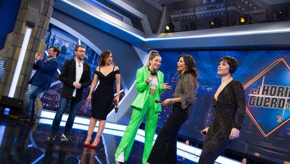 Mimi, Chenoa y Soraya Arnelas demuestran sus dotes como imitadoras en el teléfono escacharrado de Carlos Latre