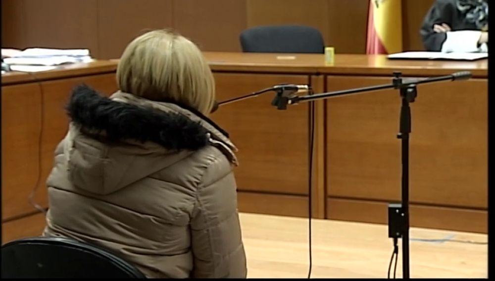 Juzgan a una mujer que contrató a varias personas para que mataran a su marido