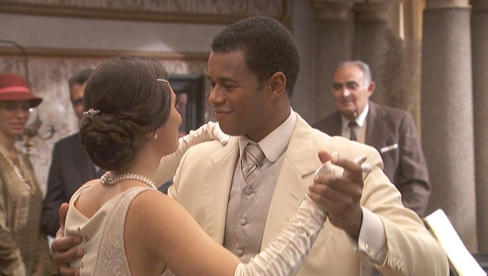 María y Roberto, protagonistas de un romántico baile en La Casona