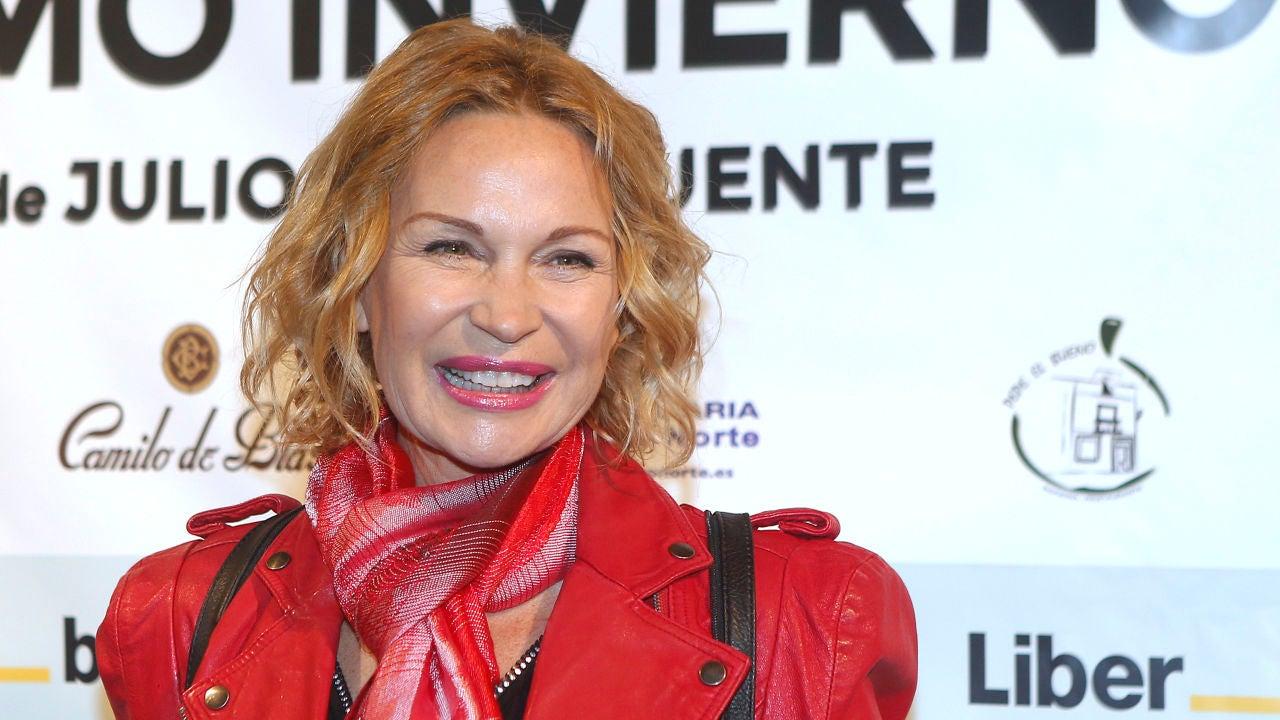 Marlène Mourreau Posa Por Primera Vez Junto A Su Hijo