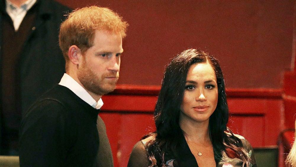 El príncipe Harry y Meghan Markle durante su visita al teatro