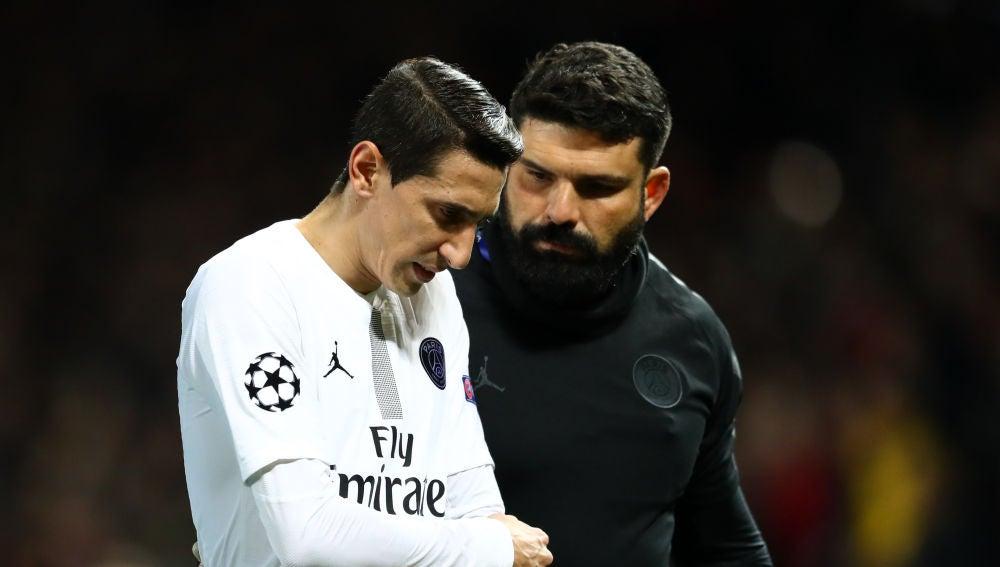 Di María es atendido en Old Trafford