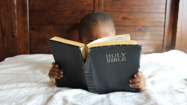 Leyendo la Biblia