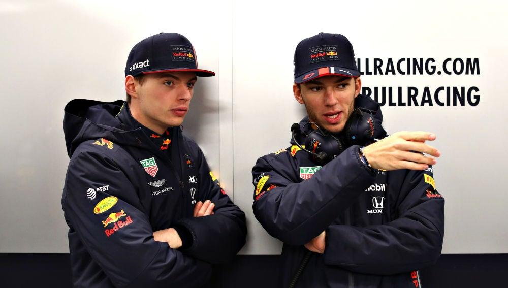 Max Verstappen y Pierre Gasly, en el circuito de Silverstone