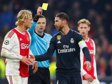 Sergio Ramos vio una amarilla ante el Ajax