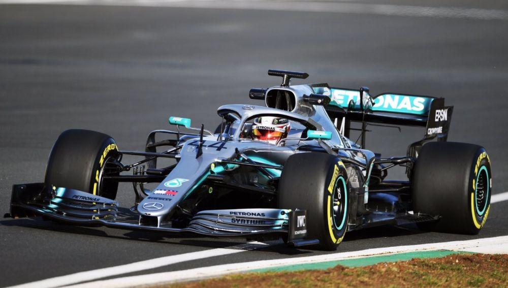 Lewis Hamilton, a los mandos del W10, el nuevo monoplaza de Mercedes