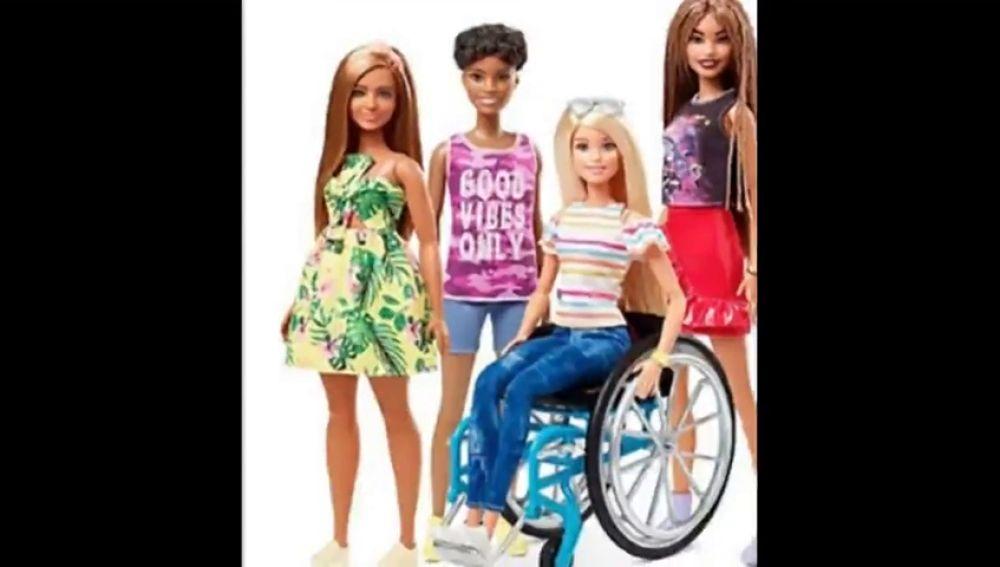 Nuevas muñecas Barbie: en silla de ruedas y muletas