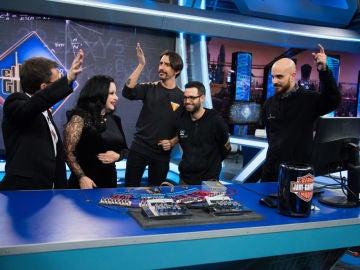 Marron trae una orquesta musical hecha con calculadoras a 'El Hormiguero 3.0'