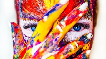 Cara pintada de colores